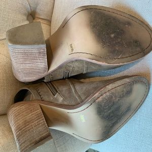 Vince Camuto Shoes - Like New Vince Booties